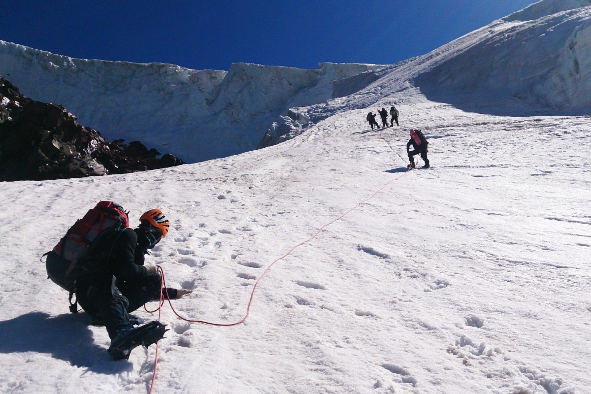 На леднике выше скалы Утюг